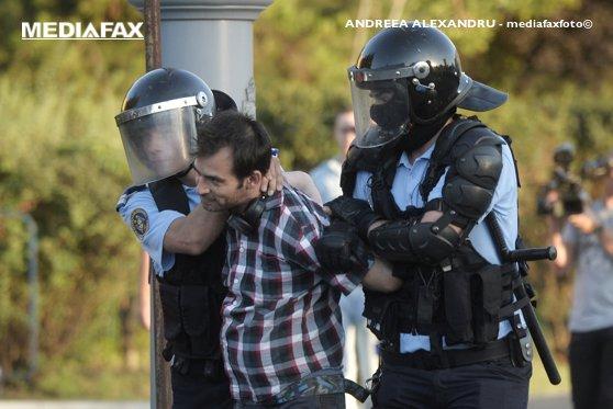 Imaginea articolului Procurorii militari anunţă că au înregistrat 206 PLÂNGERI împotriva jandarmilor şi că au efectuat 81 de audieri