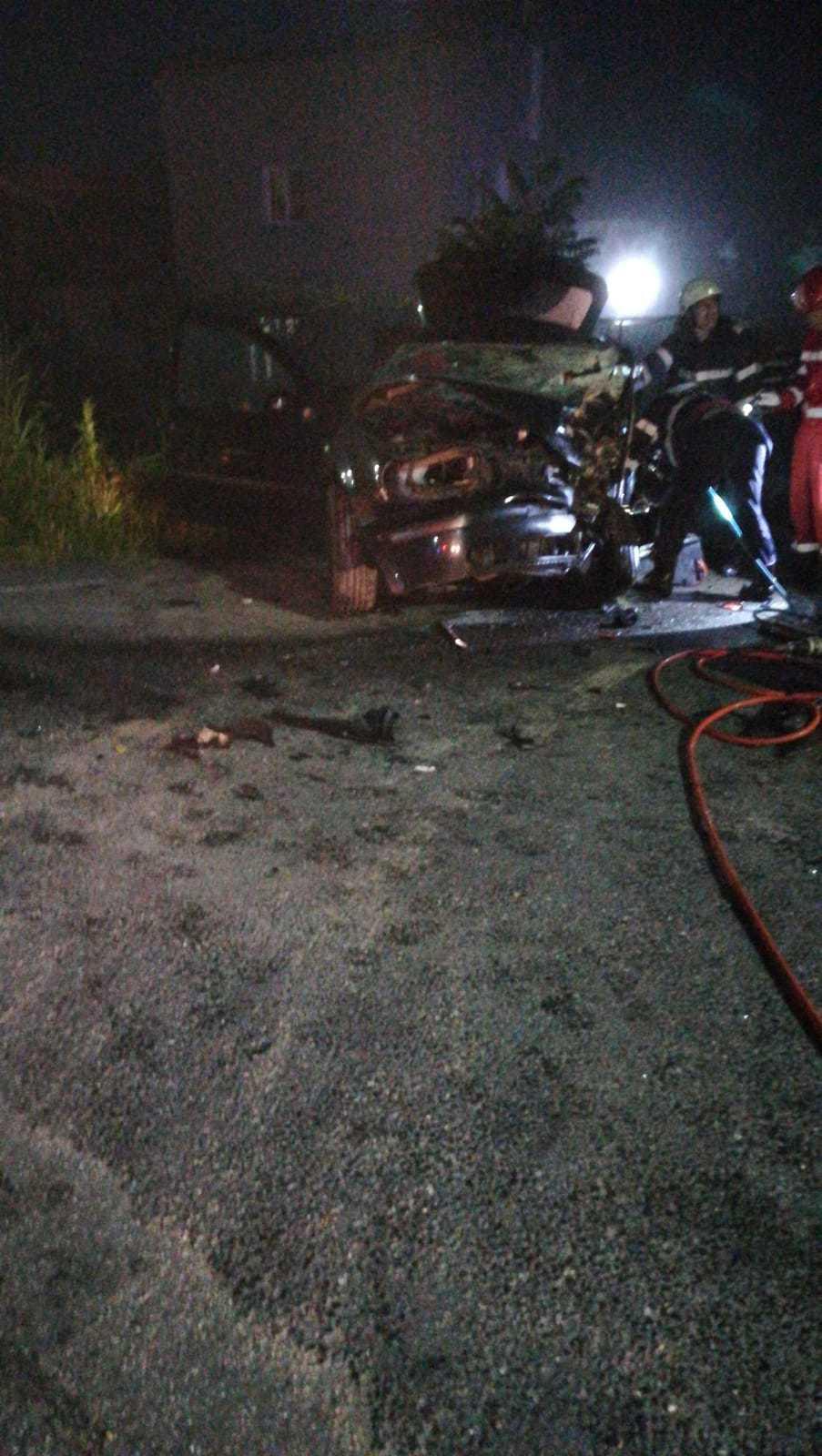 un mort şi trei răniţi după coliziune frontală dintre două autoturisme