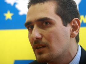 O companie belgiană de închirieri maşini refuză clienţii români