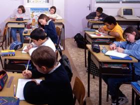 Tinerii români pot învăţa în limba maternă în şcoli din Spania şi Italia