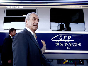 Tăriceanu şi Orban au plecat spre Titu cu trenul, cumpărând bilete pentru a nu fi