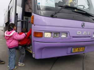 O familie de români, în autocarul întors din drum, în Fâşia Gaza