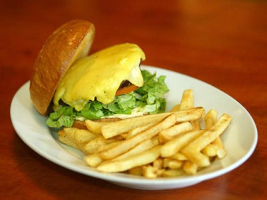 Imaginea articolului Taxa fast food va fi percepută începând cu martie 2010
