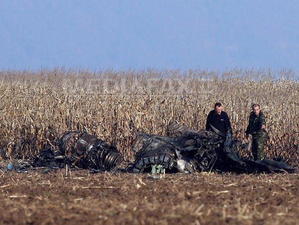 Dos pilotos mueren al estrellarse un caza MiG-21 en Rumania Mig-21-lancer-accident-2-mircea-rosca