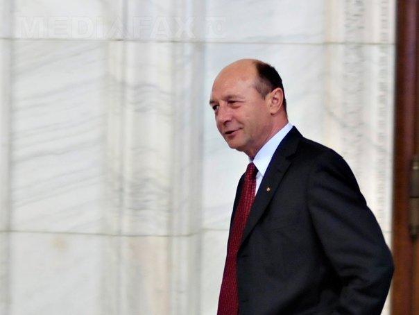 Băsescu, întrebat despre arestarea vameşilor de la Siret: Nu vreţi să răspund pe la sfârştiul lunii?