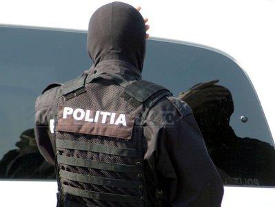 http://storage0.dms.mpinteractiv.ro/media/1/1/1688/8045318/1/politie-mascati-liviu-maftei.jpg?width=400