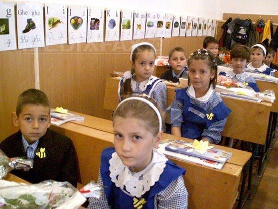 Imaginea articolului Iniţiativa privind intonarea imnului la începutul săptămânii în şcoli, avizată de Comisia de educaţie