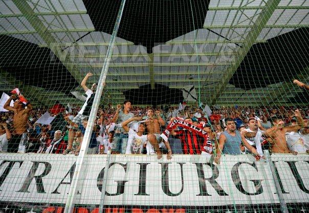 UEFA a decis ca primele a cinci cluburi, �ntre care si Astra si CFR Cluj, sa fie blocate