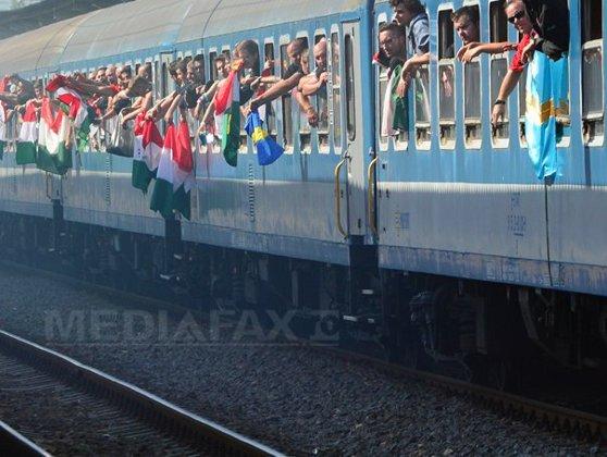 Imaginea articolului Arad: Suporterii unguri au aruncat cu petarde şi cutii de bere din tren la intrarea în ţară. Jandarmerie: Au fost incidente minore