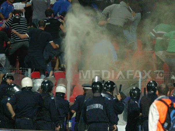 Jandarmeria: Incidente �naintea meciului Steaua - U Cluj, mai multi fani stelisti retinuti