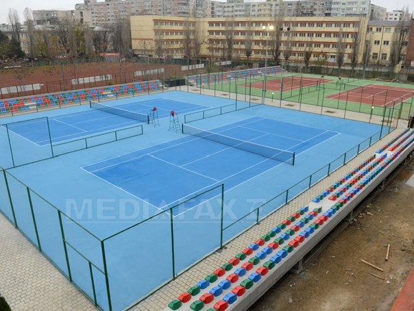 Academia de Tenis din Capitala, care are sase terenuri cu gradene si nocturna, deschisa miercuri - FOTO
