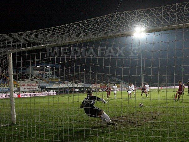 CFR Cluj a �nvins CS Mioveni, scor 4-3, si s-a calificat �n semifinalele Cupei Rom�niei