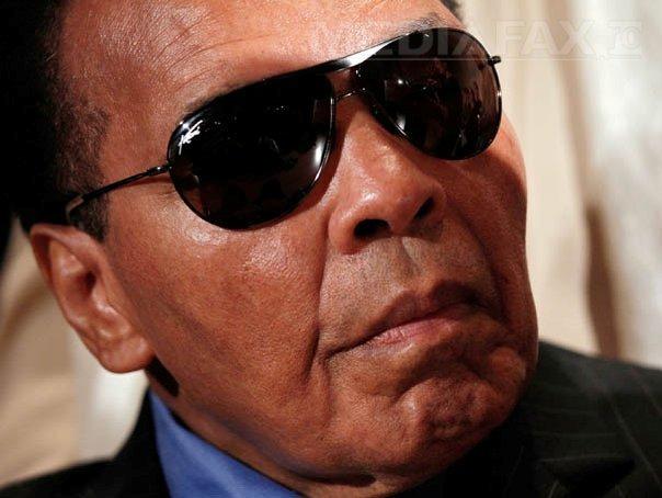 Muhammad Ali a fost spitalizat pentru pneumonie