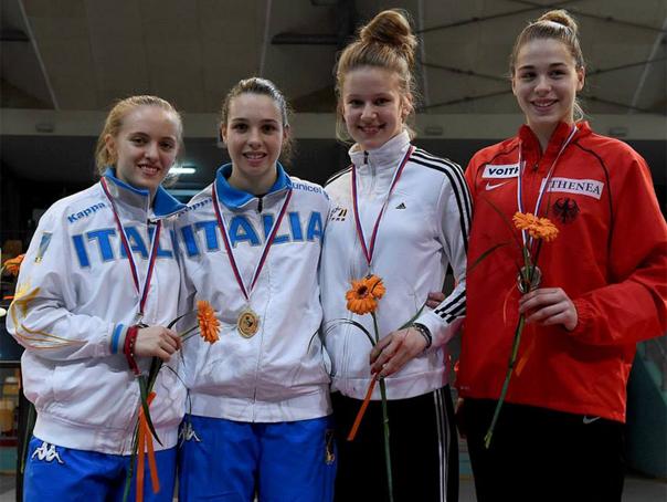 Bianca Benea, medaliată cu bronz la Campionatul European de scrimă pentru cadeţi şi juniori
