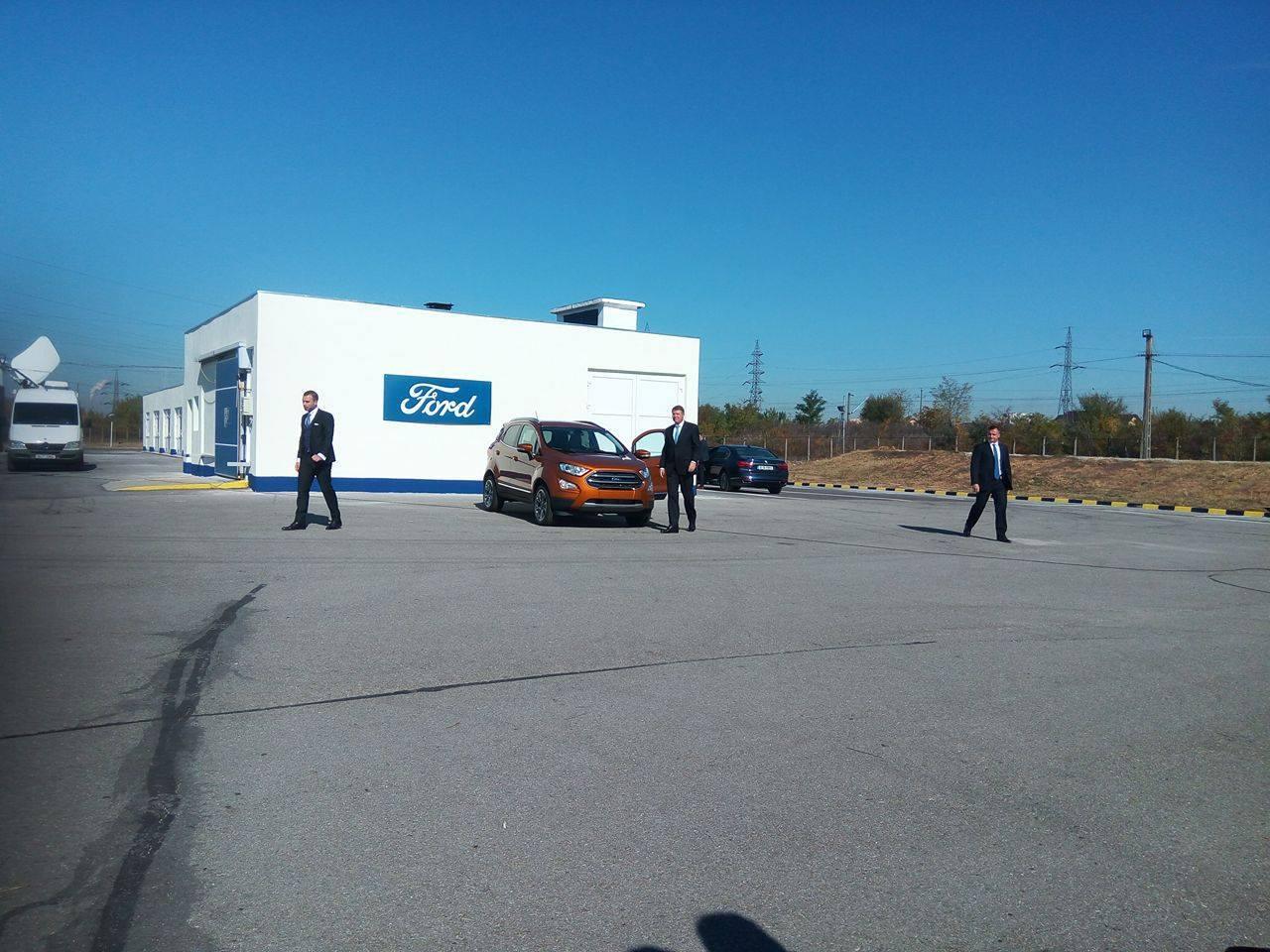 FOTO | Iohannis a făcut, la Craiova, un drivetest cu noul Ford EcoSport