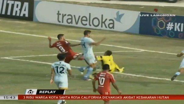 Imaginea articolului VIDEO | Tragedie în fotbalul mondial! Un portar legendar a murit după o ciocnire cu un coleg de echipă