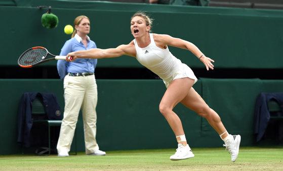 Imaginea articolului Turneul Campioanelor | Halep a pierdut fără drept de apel cu Wozniacki. Simona, obligată să câştige ultimul meci al grupei