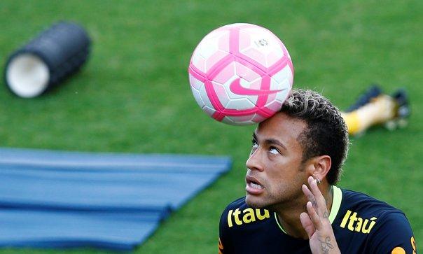 Imaginea articolului Andres Iniesta: M-ar deranja să-l văd pe Neymar la Real Madrid, pentru că este un jucător decisiv