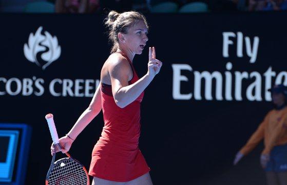 Imaginea articolului Australian Open 2018 | Simona Halep o învinge pe Naomi Osaka. Numărul unu mondial este în sferturi la Melbourne, pentru a treia oară - FOTO, VIDEO