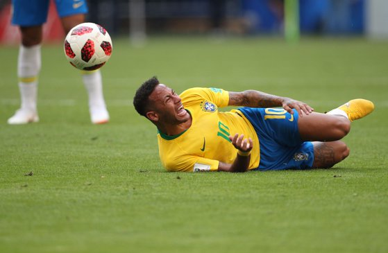 Imaginea articolului Anatomia unor acte de teatru perfect: Secretul lui Neymar prin care reuşeşte să simuleze accidentările