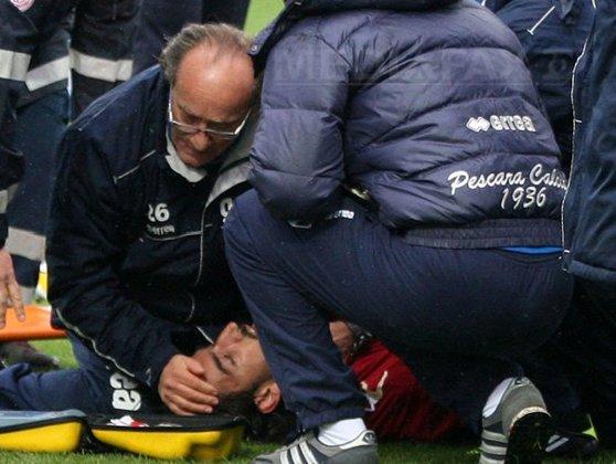 Imaginea articolului Tragedie în sport: Fotbalistul Piermario Morosini a murit după ce a suferit un infarct pe teren. Jucătorul avea 25 de ani - VIDEO