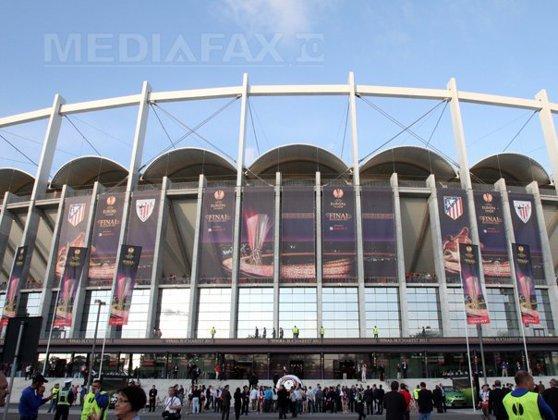 """Imaginea articolului REPORTAJ: Bilete """"la negru"""" pentru finala Europa League, între 200 şi 400 de euro, lângă stadion"""
