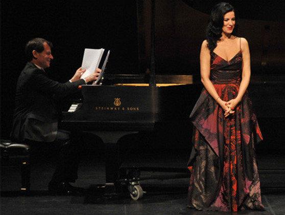 Imaginea articolului Los Angeles Times: Angela Gheorghiu, glumeaţă şi totodată revelatorie, pe scena teatrului Broad Stage