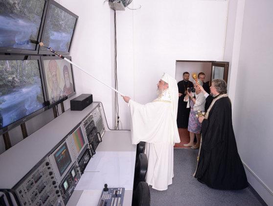Imaginea articolului Redacţiile Radio Trinitas şi Trinitas TV, sfinţite de Patriarhul Daniel cu trafaletul - GALERIE FOTO