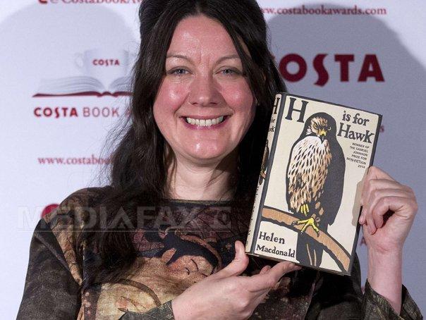 Helen Macdonald a c�stigat Costa Book of the Year Award, pentru biografia