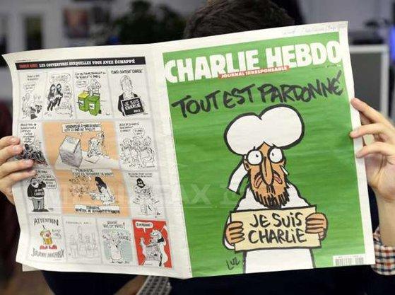 Imaginea articolului Cum arată coperta numărului special al Charlie Hebdo, care va apărea la un an de la atacul terorist care i-a decimat echipa - FOTO