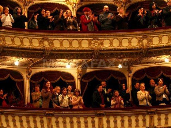 Imaginea articolului Studiu IMAS: Bucureştenii merg în proporţie de 36% la teatru, într-un procent similar cu londonezii şi parizienii
