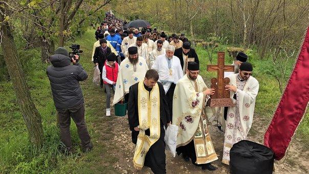 Imaginea articolului FOTO Peste 2.000 de pelerini au mers la Mănăstirea Dervent pentru slujba de Izvorul Tămăduirii