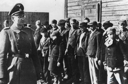Imaginea articolului Procurorul care a ajutat la deconspirarea crimelor naziştilor, mărturii TERIFIANTE despre ATROCITĂŢILE comise de ofiţerii SS