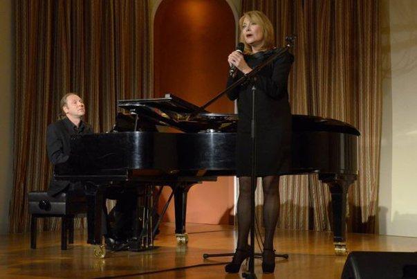 Imaginea articolului Actriţa şi cântăreaţa Enikõ Szilágyi revine pe scenele româneşti