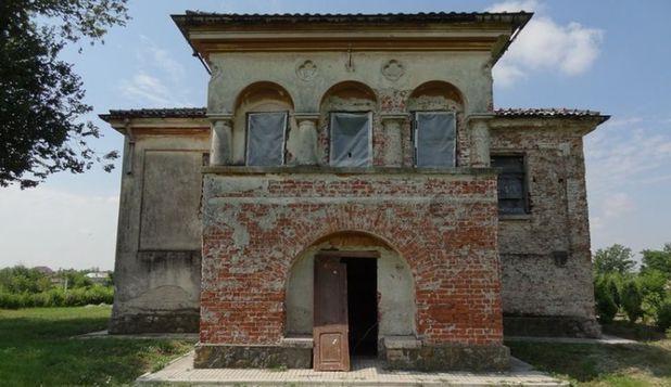 Conacul Neamţu, clădire de patrimoniu din Olt, restaurat de voluntari englezi, francezi şi români