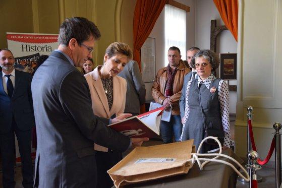 Imaginea articolului Principesa Maria, impresionată de o expoziţie de fotografii cu construcţia Catedralei Încoronării   FOTO