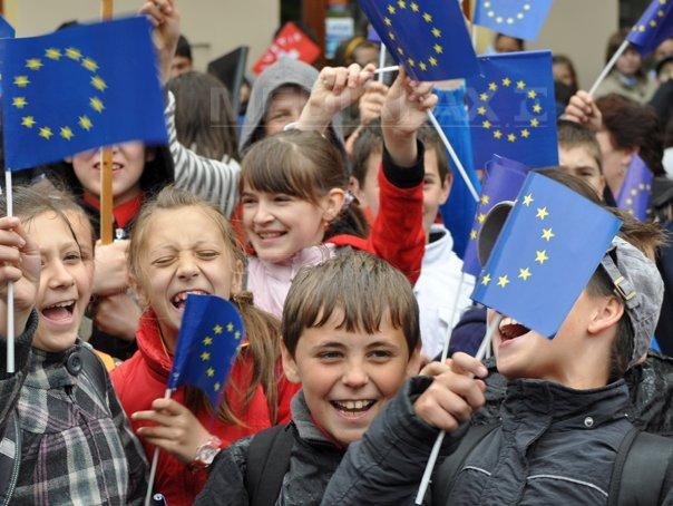 Ziua Europei şi Semnificaţiile Ei Povestea Unei Serviete