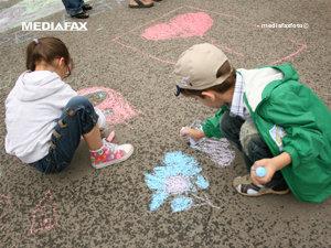 Activităţi culturale pentru copiii cu deficienţe de vorbire şi auz (Imagine: Mediafax Foto)