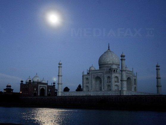 Imaginea articolului Taj Mahal s-ar putea prăbuşi