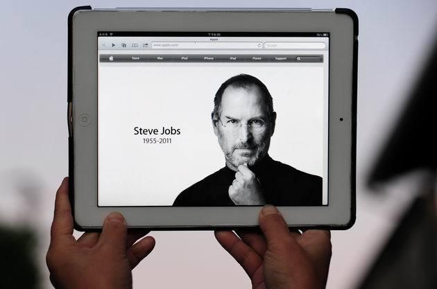 Joi, 6 octombrie 2011 / 06:39:06 – A murit Steve Jobs, fondatorul Apple