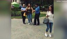 Imaginea articolului IMAGINILE ZILEI O tânără din Ploieşti, prinsă fără bilet în autobuz, a fost încătuşată de poliţiştii locali
