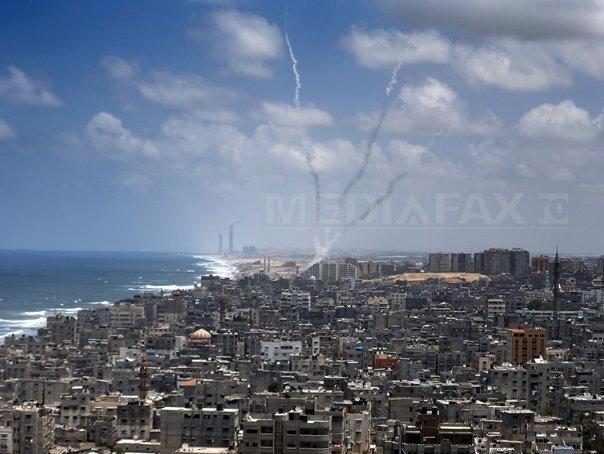 Israel si Hamas au acceptat o �ncetare a focului timp de 72 de ore �n F�sia Gaza. Armata israeliana a anuntat �NCETAREA armistitiului �n aceeasi zi