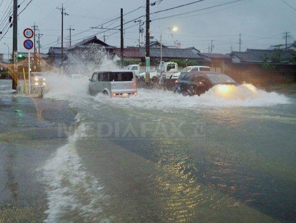 Cel putin un mort si zeci de raniti �n Japonia, dupa trecerea Taifunului Halong - FOTO