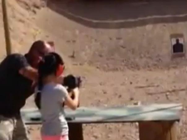 Tragedie �n SUA: O fata de noua ani si-a �mpuscat mortal instructorul de tir - VIDEO