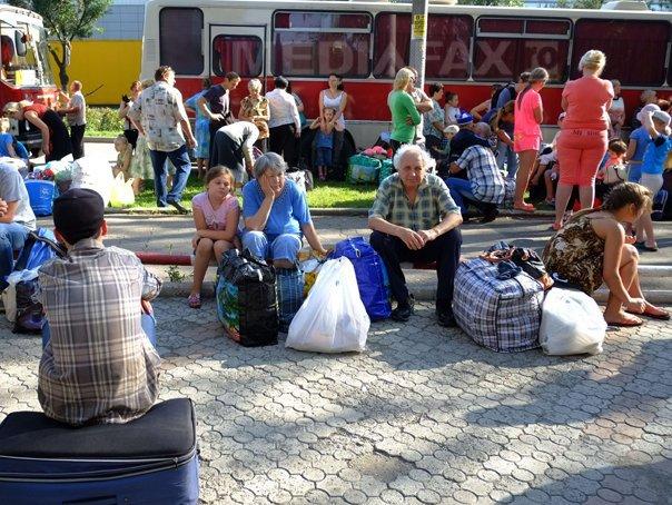 Locuitorii din Mariupol, port strategic la Marea Azov, parasesc orasul amenintat de rebelii prorusi