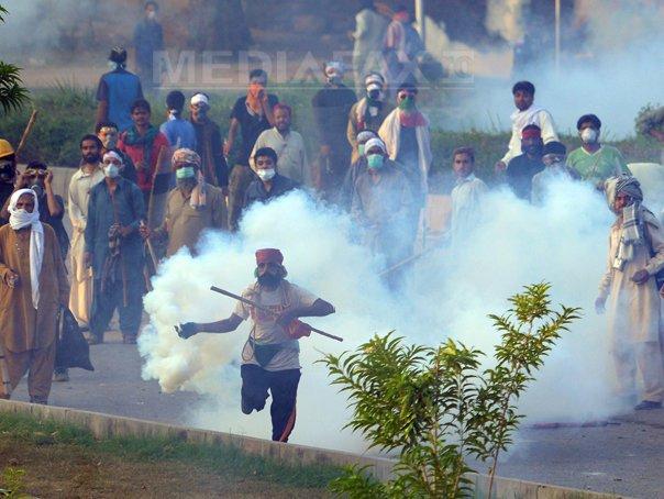 Manifestanti antiguvernamentali pakistanezi opresc emisia televiziunii publice