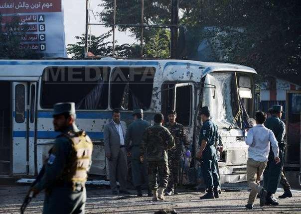 Două atentate sinucigaşe au fost comise de talibani �mpotriva unor autobuze ale armatei(...)