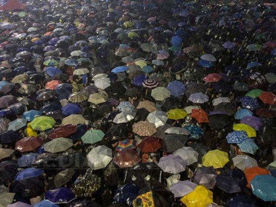 """Imaginea articolului """"Revoluţia umbrelelor"""" din Hong Kong generează manifestaţii de susţinere peste tot în lume"""