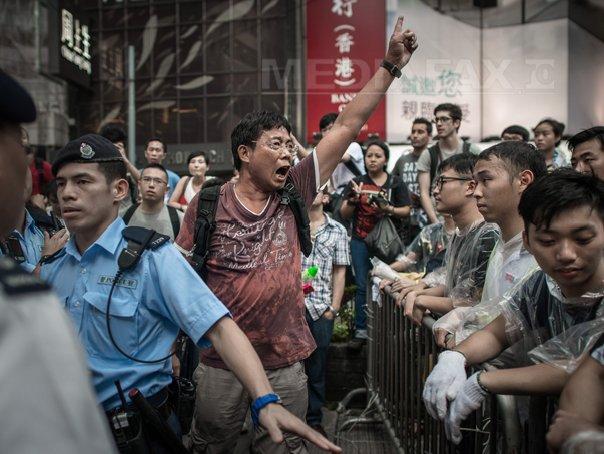 Autoritatile din Hong Kong neaga ca ar fi folosit mafia chineza pentru a dispersa manifestantii