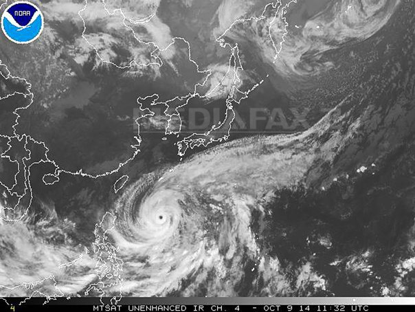 Taifunul Vongfong a atins partea centrala a Japoniei, unde un chinez a fost dat disparut anterior